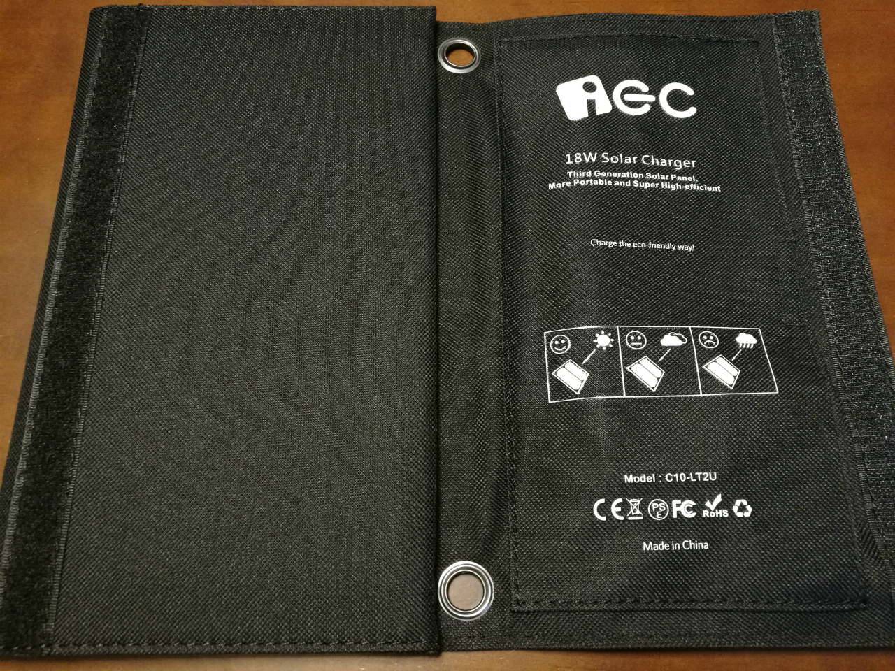 pr-ec-technology-18w-solar-charger-03