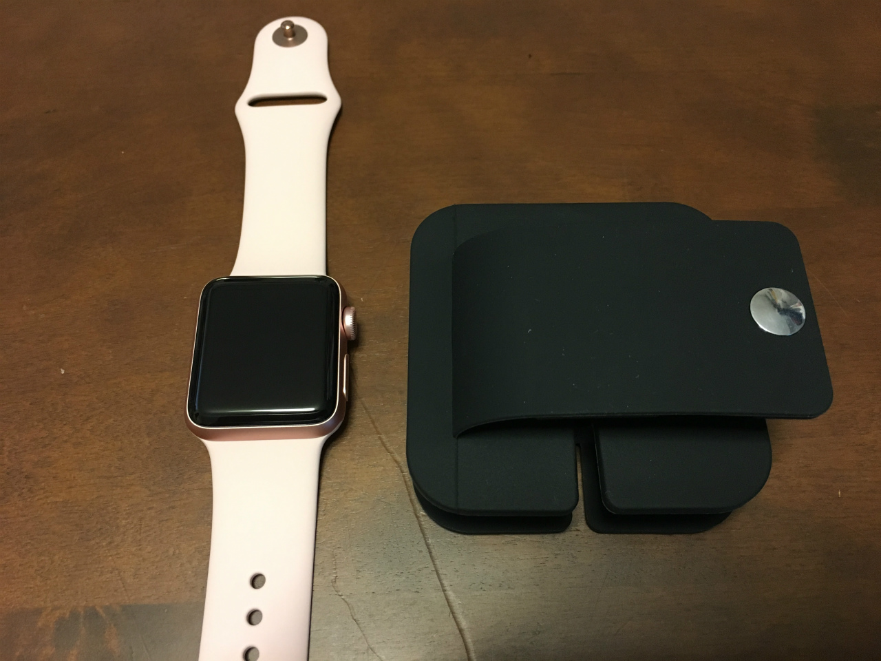 pr-primacc-apple-watch-charging-wallet-02