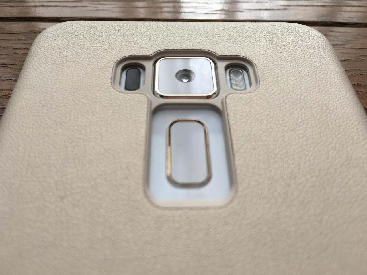 [かぶ] ASUS Zenfone 3(ZE520KL) 純正VIEW FLIP COVERを購入。
