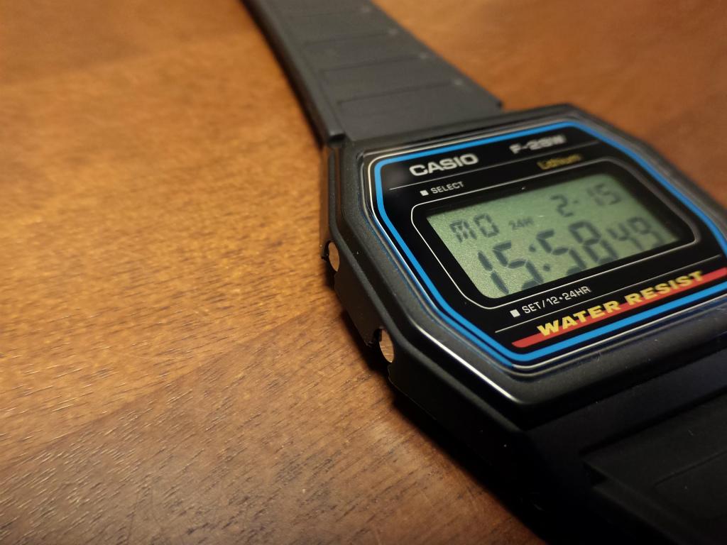 [腕時計] 相場高騰2万円で話題のCASIO F-28Wは確かに魅力的な時計ですが、今買うなら現行モデルを買いましょう。
