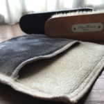"""<span class=""""title"""">[革靴] 革靴とお手入れに興味を持ったあなたへ。(3)革靴のお手入れとは、ブラシとグローブ(布)だけ用意して、その日履いた靴を毎日1分だけ磨くこと。</span>"""