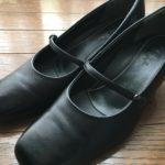 """<span class=""""title"""">[革靴] 革靴とお手入れに興味を持ったあなたへ。(9)女性が気になる「外反母趾」と自分に合うサイズの「靴の選び方」。</span>"""