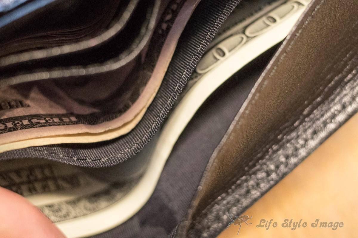 吉竹さんの旅財布。