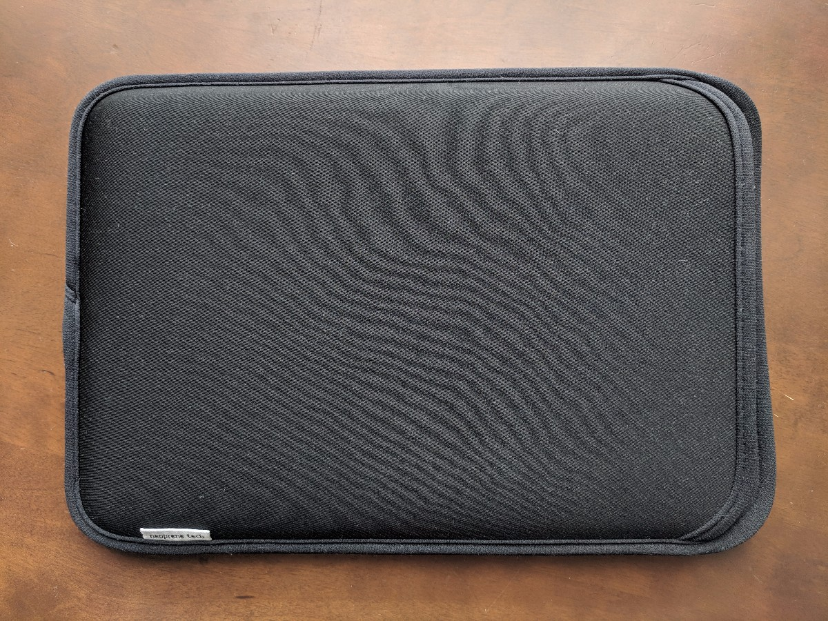サンワサプライ製スリップインタイプの10.1型汎用PCインナーケース、PDA-TABS10BK