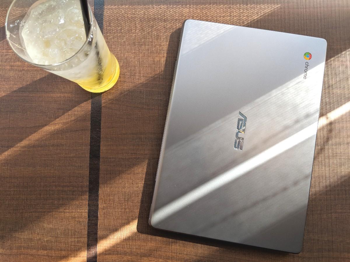 """[かぶ] ASUS Chromebook 12 C223NA-DH02-GRレビュー。""""等身大""""で付き合える、いつでも側にいる気のおけない古くからの友人のような一台。"""